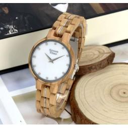 GreenTime Holzuhr Aada - Damen Armbanduhr aus Olivenholz - Perlmutt